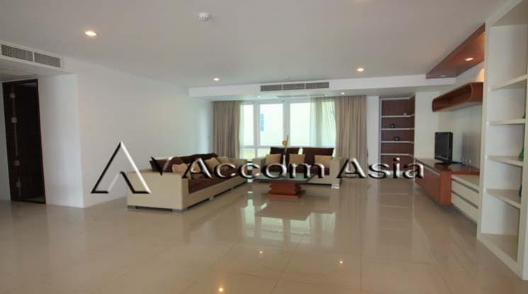 Ideal for family living and pet lover Apartment 3 Bedroom For Rent BTS Thong Lo in Sukhumvit Bangkok
