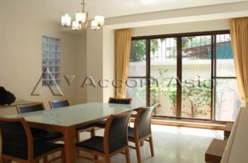 House in Compound House 3+1 Bedroom For Rent BTS Phrom Phong in Sukhumvit Bangkok