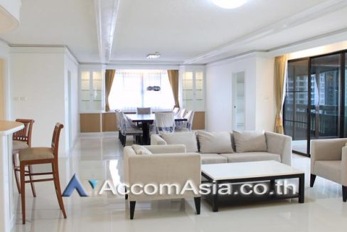 High rise - Peaceful Apartment 3+1 Bedroom For Rent BTS in Ploenchit Bangkok