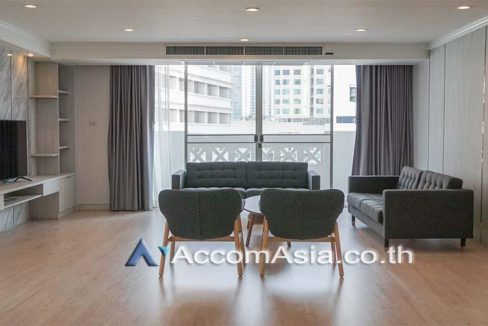 The classic style living place Apartment 4 Bedroom For Rent BTS Asok - MRT Sukhumvit in Sukhumvit Bangkok