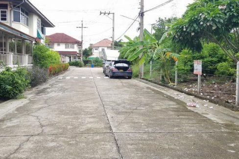 ขาย ที่ดิน ในหมู่บ้านสาวิตรี ศาลาธรรมสพน์ 31 ถนนพุทธมณฑลสาย 3 เขตทวีวัฒนา กรุงเทพมหานคร
