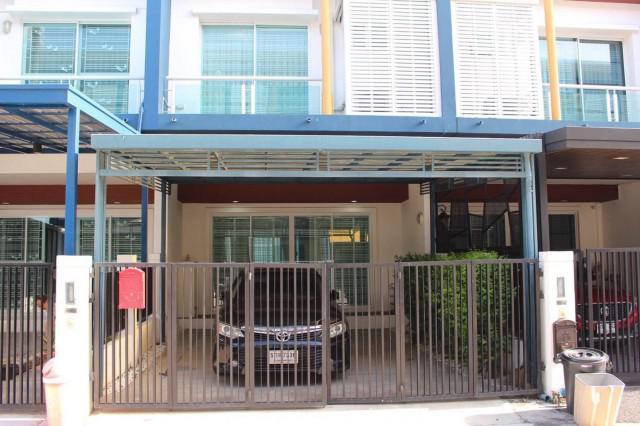 รหัสทรัพย์ 9767 ทาวน์โฮม หมู่บ้านชวนชื่น โมดัส วิภาวดี ใกล้ สนามบินดอนเมือง