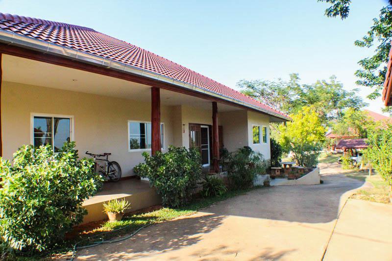 ขายบ้าน บรรยากาศดี ตัวบ้านมี 2 ห้องนอน 2 ห้องน้ำ 1 ที่จอดรถ ราคาขาย 6,000,000 บาท(ราคาต่อรองได้)
