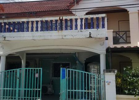 ขายทาวน์เฮ้าส์ 2 ชั้น หมู่บ้านริมทะเล3 ต.เสม็ด อ.เมืองชลบุรี เนื้อที่ 22.5 ตรว.