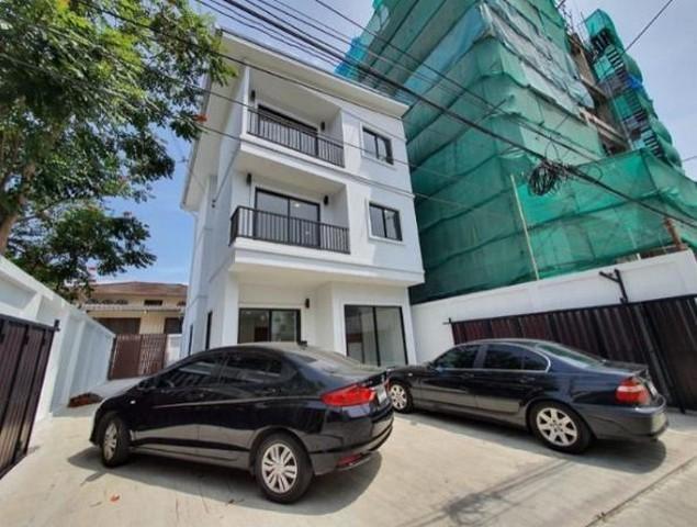 For Rent บ้านเดี่ยว 3 ชั้น ถนนสุขุมวิท 65 ย่านสุขุมวิท เหมาะเป็นสำนักงานหรือพักอาศัย