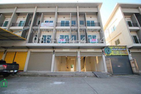 ให้เช่า ตึกแถว 2 คูหาตีทะลุกัน ทั้ง 3 ชั้น แถมที่เปล่าข้างหลังกว้างมาก ติดถนนใหญ่ ใกล้ โกลบอล แมคโคร ปทุมธานี