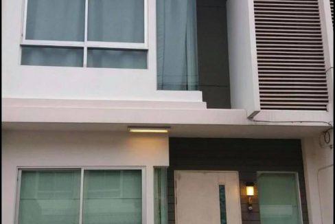 ให้เช่าบ้านใหม่ พระราม 9-ศรีนครินทร์ ทาวน์โฮมเฟอร์ครบพร้อมอยู่ 3 ชั้น