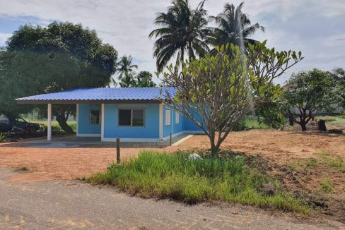 บ้านพร้อมที่ดินราคาถูก เนื้อที่ 1 งาน 12 ตรว. โพธาราม ราชบุรี ที่โฉนด (ล้อมรั้วคาวบอย 3 ชั้น ให้เต็มพื้นที่)