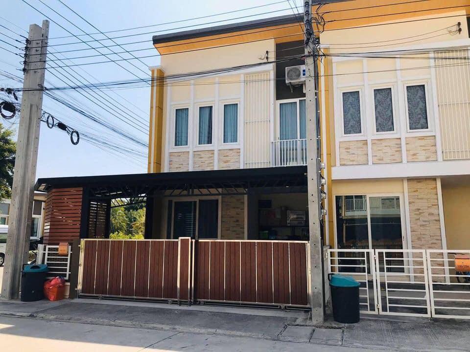 SALE :: ด่วนขายบ้านขาดทุน Town home 2 ชั้นหมู่บ้านโกลเด้นทาวน์อ่อนนุช-ลาดกระบัง โครงการ2 หลังมุมสวยๆ (ST116)
