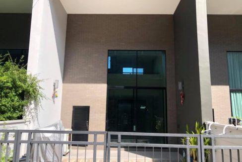 รหัสทรัพย์ B2323 ให้เช่าทาวน์โฮม บ้านกลางเมือง วิภาวดี 64 บ้าน 3 ชั้นครึ่ง หน้ากว้าง 5 เมตร