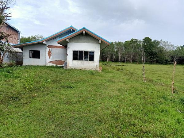 ขายด่วน บ้านพร้อมที่ดิน บนเนื้อที่ 2ไร่ 98.7 ตารางวา อำเภอนาบอน นครศรีธรรมราช