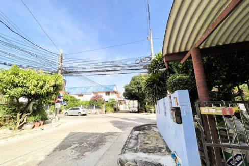 ขายบ้านเดี่ยว 2 ชั้น หมู่บ้านลานทอง 3 ห้องนอน 4 ห้องน้ำ ทำเลดีอยู่ปากซอย ติดถนนหลัก พื้นที่ 77 ตรว.