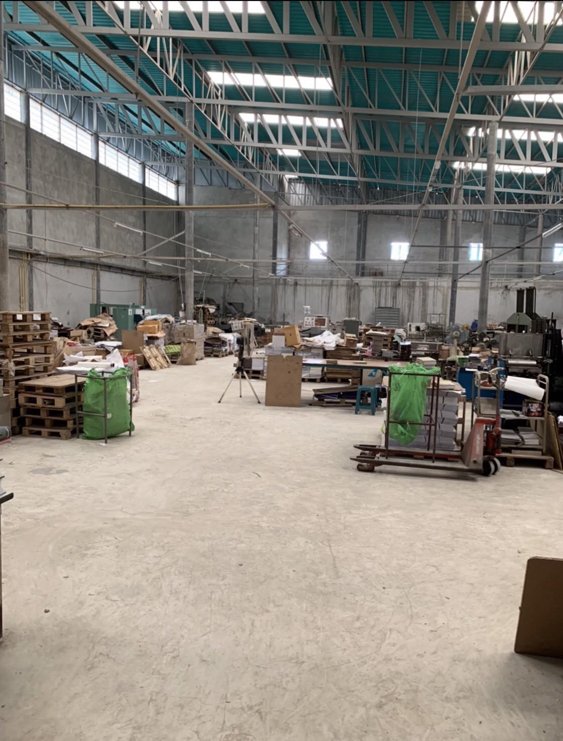 ให้เช่า โกดังสินค้าพร้อมบ้านพักคนงาน ไทรน้อย นนทบุรี