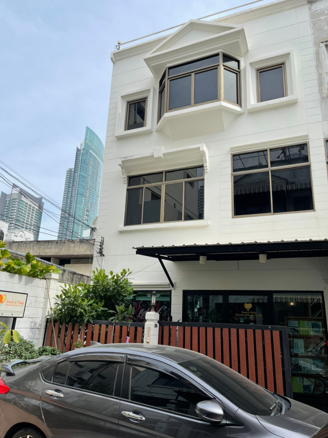 ขาย! บ้านทาวน์เฮ้าส์ 3 ชั้น เพียง 500 เมตร จาก BTS กรุงธนบุรี